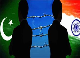 पाकिस्तान कमजोर लोकतंत्र मजबूत सेना