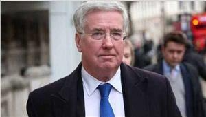 ब्रिटेन के रक्षा मंत्रीमाइकलनेथेरेसा मे को इस्तीफा साैंपा