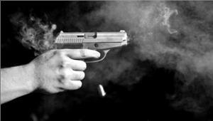 कश्मीर बंदूकधारी ने महिला  को मारी गोली