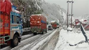 जम्मू-श्रीनगर राजमार्ग पर एक तरफयातायात बहाल
