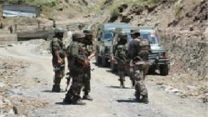 श्रीनगर-जम्मू राजमार्ग पर एक तरफ यातायात बाधित