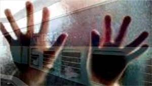 महिला सेचलती ट्रेन मेंसामूहिक दुष्कर्म