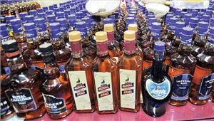 बिहार में  पुलिस ने ट्रक से 450 कार्टन शराब जब्त की