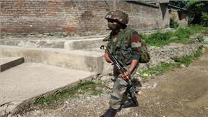 कश्मीर आतंकवादियों ने पुलिस अधिकारीके घरकी लूटपाट