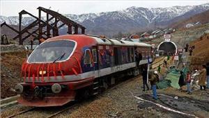 कश्मीर में सुरक्षा कारणों से रेल सेवा प्रभावित