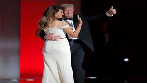 ट्रंप अपनी पत्नी मेलानिया के साथ तीसरे बॉल डांस में शामिल हुए