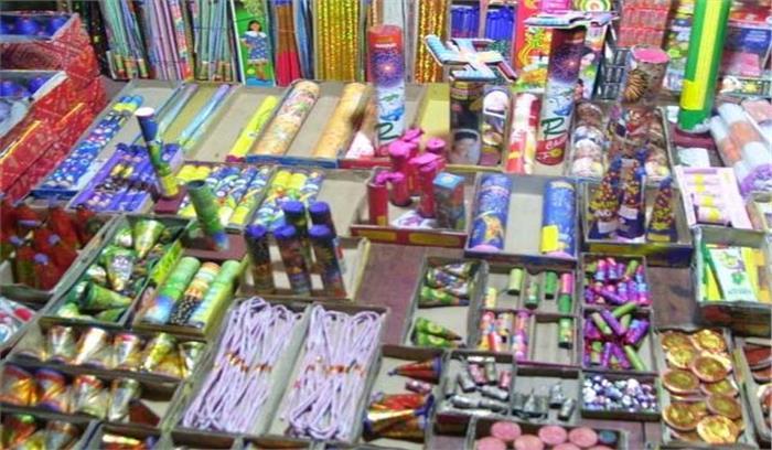 पटाखों पर प्रतिबंध: जमकर फूटे हिन्दू संगठन