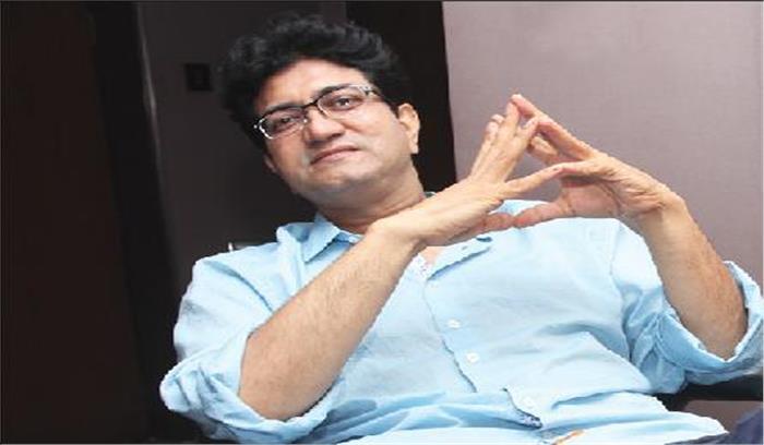मैं खुश हूं कि फिल्म उद्योग को मुझसे उम्मीदें हैं: प्रसून जोशी