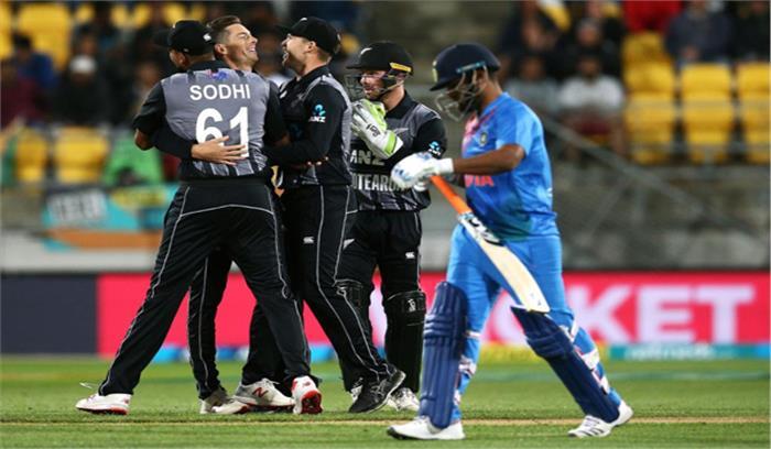 भारत ने पाकिस्तान को 7 विकेट से पीटा