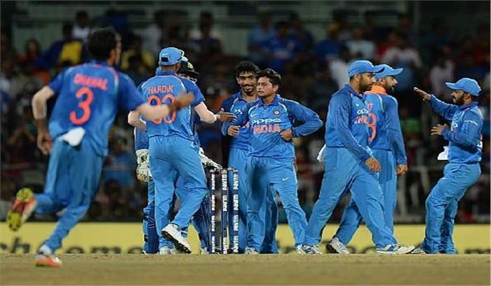 इंदौर वनडे :भारतको मिला294 रनों कालक्ष्य