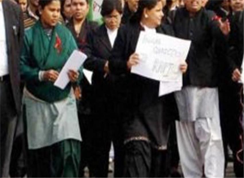 14 लाख वकील आजआधे दिन की हड़ताल पर