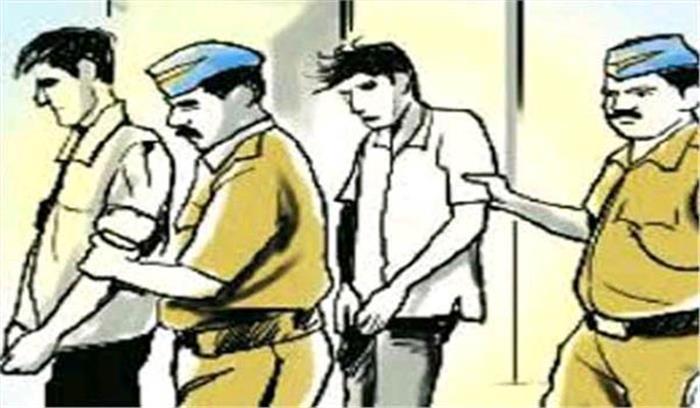 उप्र : महिला को लूट कर भाग रहे 2 बदमाश रंगे हाथों गिरफ्तार