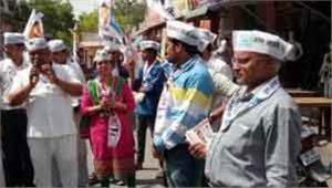 जनता के बीच पहुंचकर वोट जुटाने में लगे उम्मीदवार