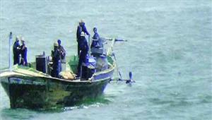गुजरात तट पर पाकिस्तानी नाव जब्त