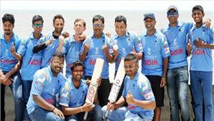 भारत ने इंग्लैंड को दस विकट से रौंदा