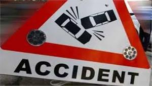 नोएडा में टूरिस्ट बस पलटी 30 घायल 10 गंभीर