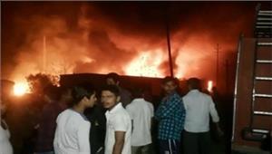 नोएडा  फैक्ट्री में आग कम से कम छह लोगों की दर्दनाक मौत