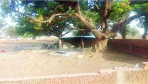 ग्रामीण महिलाओं ने शराब दुकान ढहाई