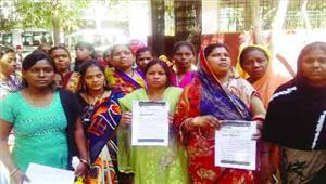 कर्ज वसूलने घर घुसकर महिलाओं को धमकी