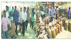 महुआ आदिवासियों का मुनाफ़ा बिचौलियों का