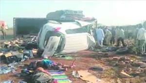 सडक़ हादसे में एक ही परिवार के 7 लोगों की मौत