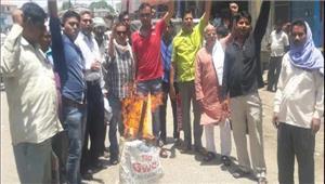 अलवर में कांग्रेस ने अमित शाह का पुतला फूंका