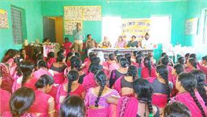 आंगनबाड़ी कार्यकर्ता एवं समूह की महिलाओं ने लगाई पौष्टिक भोजन की प्रदर्शनी
