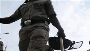 जम्मू-कश्मीर8 पुलिसकर्मियों को पीटा प्राथमिकी दर्ज