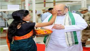 भाजपा का दावा - नरेंद्र मोदी आजादी के बाद के सर्वाधिक लोकप्रिय नेता