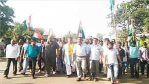 भाजपाईयो ने तिरंगा यात्रा निकाल शहीदों को किया याद