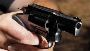बेखौफ बदमाशों ने दिनदहाड़े युवती को मारी गोली मौत