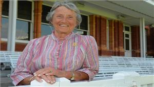 इंग्लैंड महिला टीम की पूर्व कप्तानबारोनेस का निधन