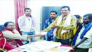 बैराज प्रभावित किसानों को मुआवजा वितरित