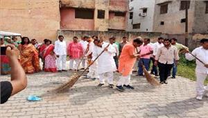 स्वच्छता अभियान के रूप में मनाया गया मोदी का जन्मदिन