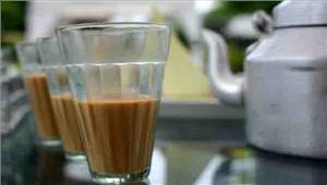 पुलिस की पहल का नतीजाशराब परोसने वाली महिलाएं पिला रहीं चाय