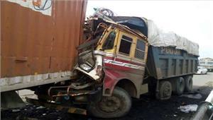 राजस्थान  टैंकर- पिकअप की टक्कर में तीन लोगों की मौत तीन घायल