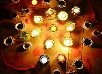 दिए जलाएं पटाखों से दूर रहें
