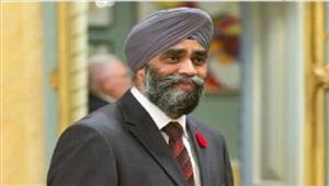 कनाडा के रक्षा मंत्री हरजीत सिंहने स्वर्ण मंदिर में मत्था टेका