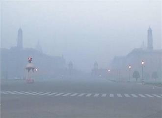दिल्ली की सुबह हल्की धुंधली