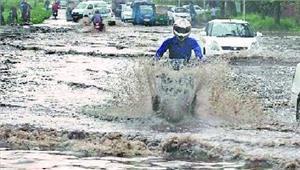 चंडीगढ़भारी बारिशके कारण यातायात में समस्या