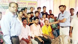 आठवें दिन लिखित आश्वासन के बाद छात्रों का अनशन खत्म