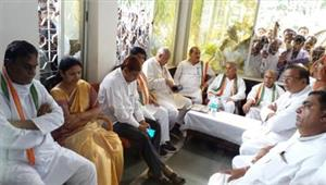 कांग्रेस नेताओं ने पुलिस पर दमन और आतंक फैलाने का लगाया आरोप