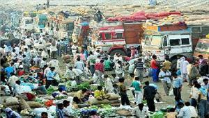 दिल्ली की आधा दर्जन सब्जी फूल अनाज मंडियों की व्यवस्था पटरी से उतरी