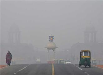 दिल्ली में कोहरे भरी सुबह
