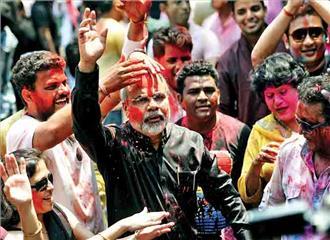 होली के रंग, राजनीति के संग