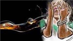 बदमाशों ने 2छात्राओं परफेंका एसिड