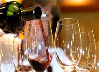 समारोहों में शराब का बढ़ता चलन खतरनाक