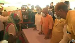 उप्र में बाढ़ से क्षतिग्रस्त सड़कों की मरम्मत काम 30 नवम्बर तक हो पूरा  योगी