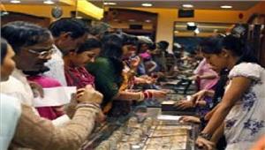 बर्तन व सर्राफा दुकानों पर खरीददारों की उमड़ी भीड़