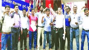 जीवीके कर्मचारी आंदोलन की राह पर न्यूनतम मजदूरी की मांग सौंपा ज्ञापन